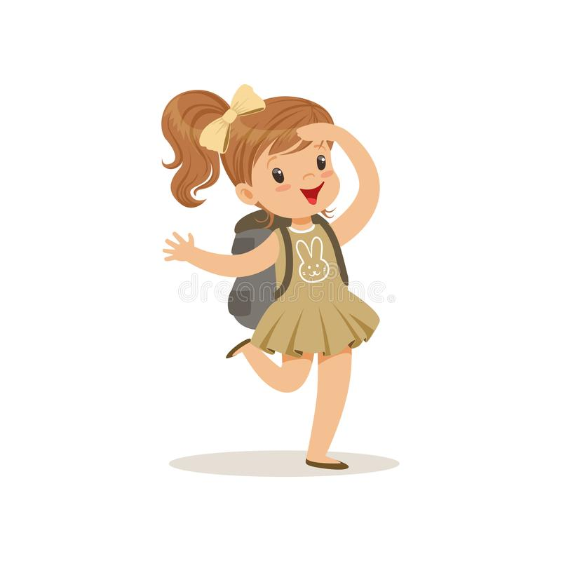 Belle petite fille heureuse dans le costume de scout avec le sac à dos, illustration extérieure de vecteur d'activité de camp illustration libre de droits