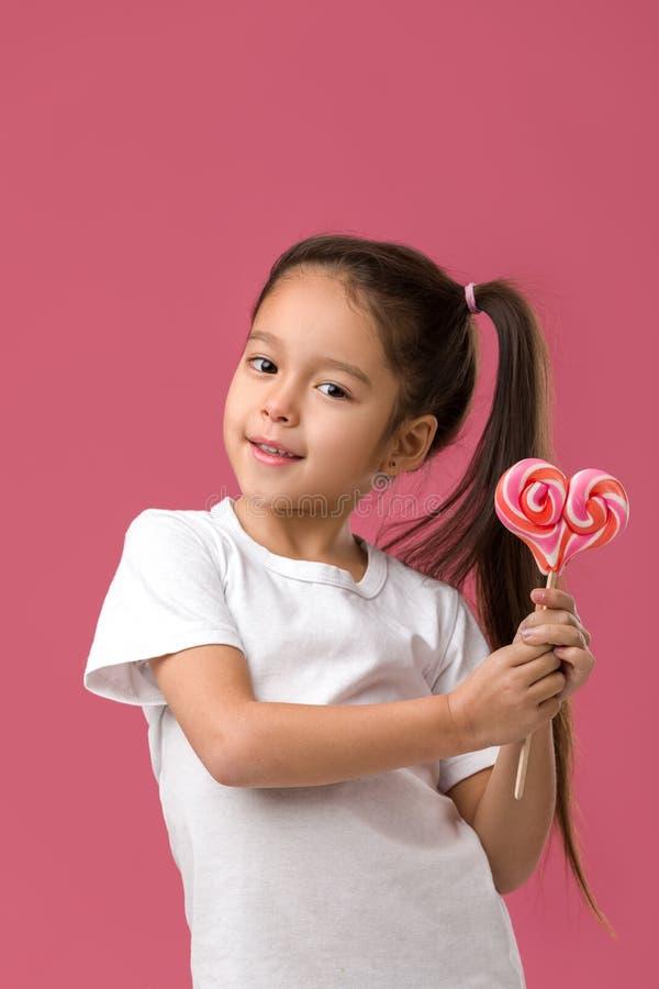 Belle petite fille mignonne avec une lucette images libres de droits