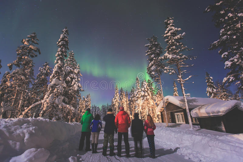 Belle photo d'Aurora Borealis vibrante verte multicolore massive, lumières du nord photo stock