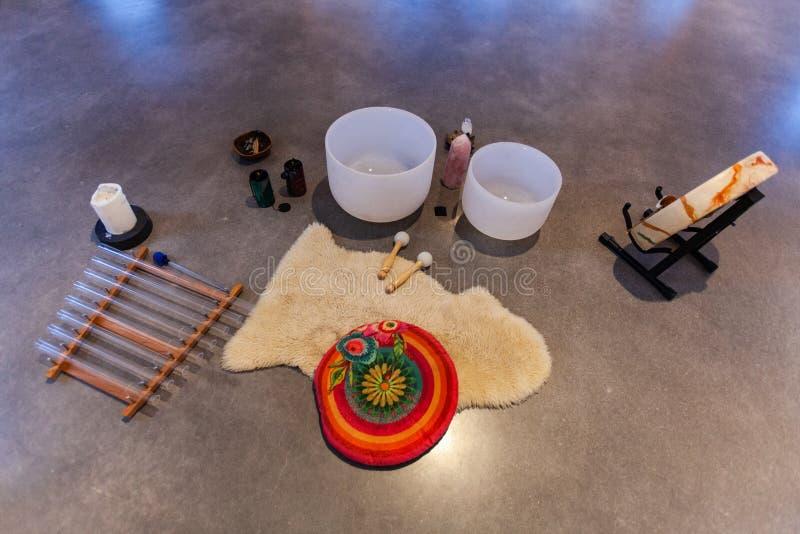 Belle photo d'objets et instruments de musique sacrés pour la musique de guérison image libre de droits