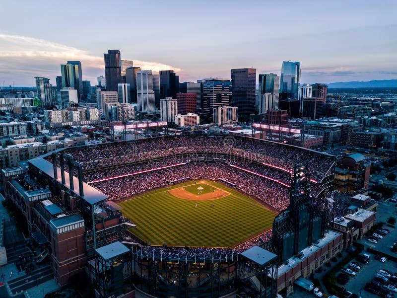 Belle photo de bourdon de Denver Colorado au coucher du soleil photographie stock libre de droits