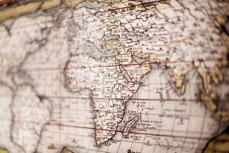 Belle photo du Moyen-Orient sur une vieille carte du monde et le reste flou images stock