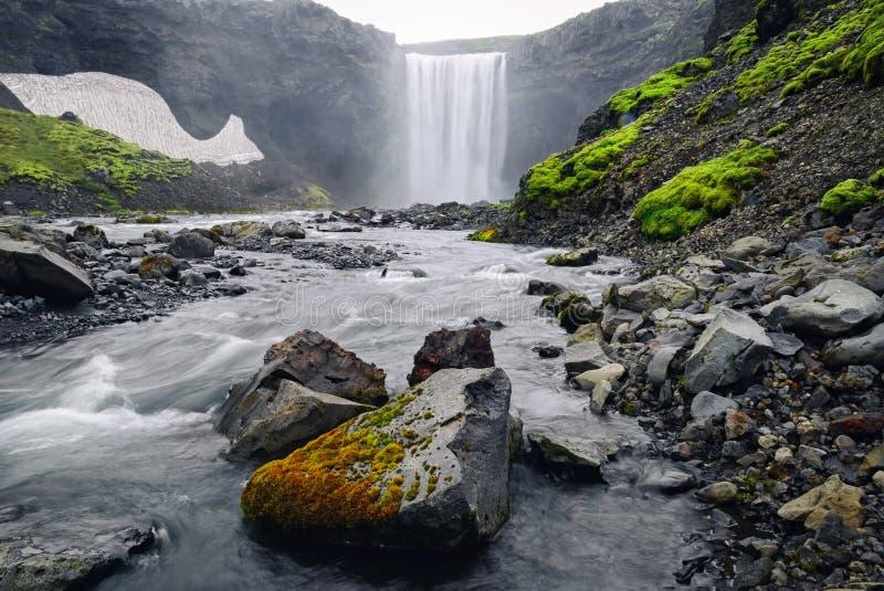 Belle photo vibrante de panorama avec une vue sur le wate islandais photos libres de droits