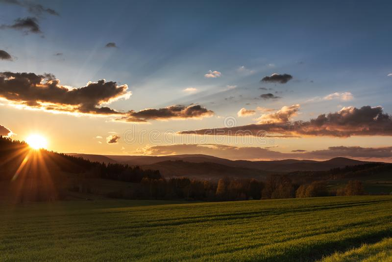Belle photographie de coucher du soleil en Pologne photographie stock libre de droits