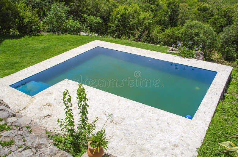 Belle piscine images libres de droits