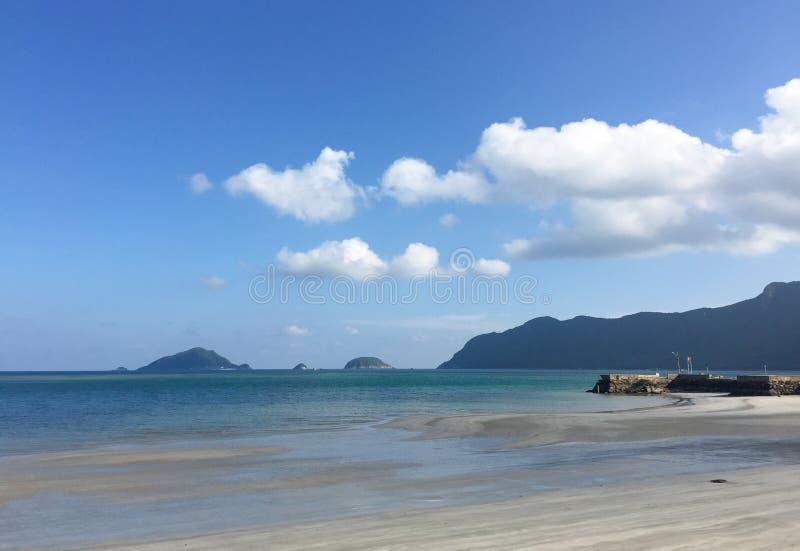 Belle plage blanche de sable photographie stock