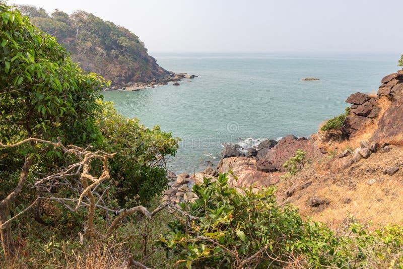 Belle plage cachée de lune de miel, Goa, Inde images stock