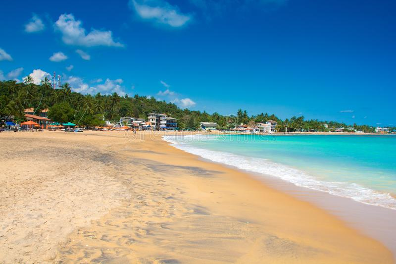 Belle plage d'Unawatuna dans Sri Lanka image stock