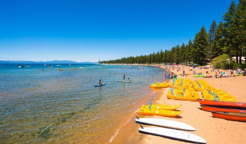 Belle plage dans le lac Tahoe, la Californie photos libres de droits