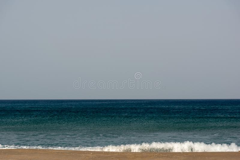 Belle plage de la mer Méditerranée en Grèce photo stock
