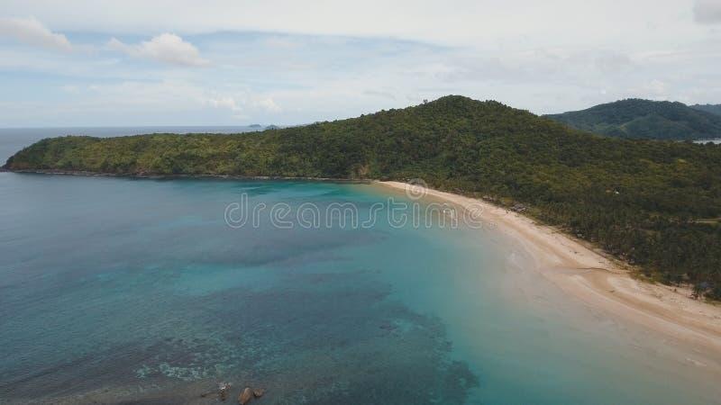 Belle plage de vue aérienne sur une île tropicale Philippines, EL Nido photos libres de droits