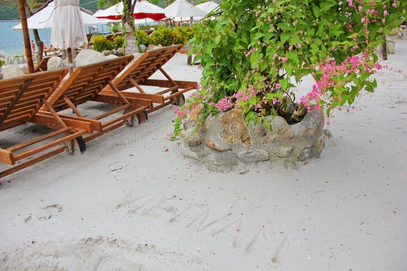 Belle plage du Vietnam avec l'inscription sur le sable photo stock