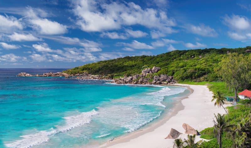 Belle plage grande d'Anse en île de Digue de La, Seychelles images stock