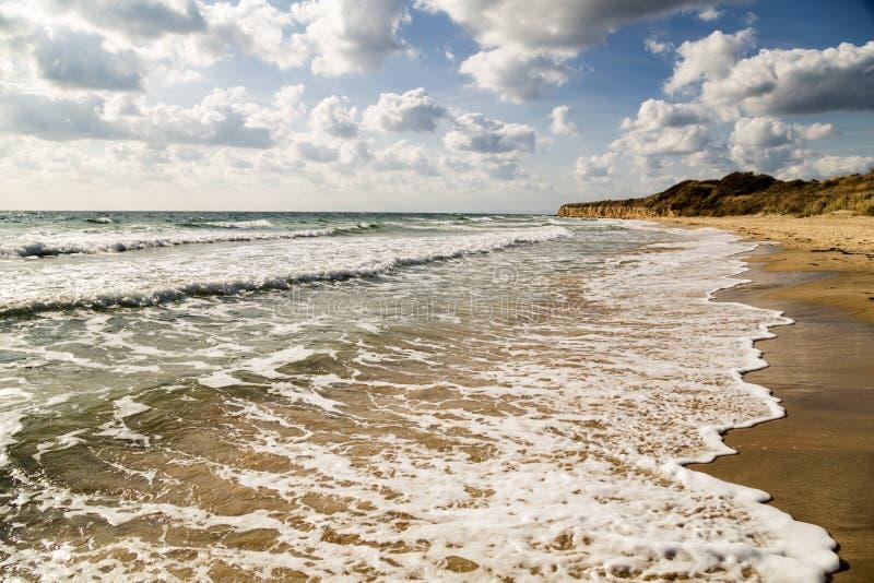 Belle plage pendant l'été images libres de droits