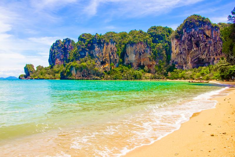 Belle plage tropicale de Railay de paradis dans Krabi Thaïlande image stock