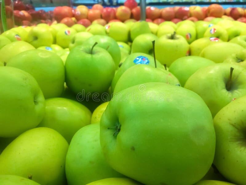 Belle pomme verte photographie stock libre de droits