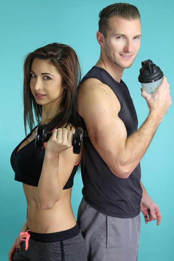 Belle pose sportive de couples photo libre de droits
