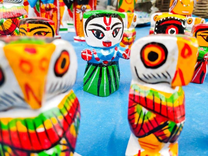 Belle poupée en bois traditionnelle indienne photographie stock