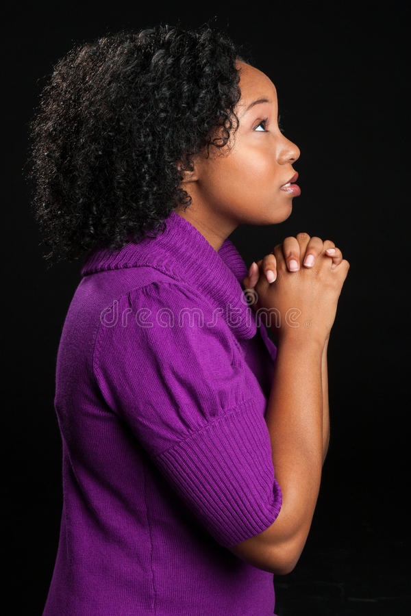 Belle prière de femme d'Afro-américain image stock