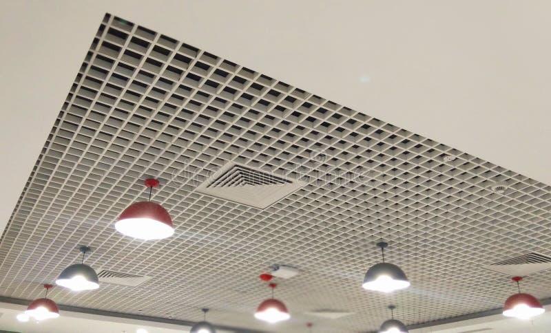 belle rangée réglée légère de plafond intérieur conçu photos stock