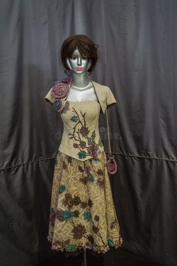 Belle robe avec le modèle de batik montré dans le musée Pekalongan rentré par photo Indonésie de batik image libre de droits