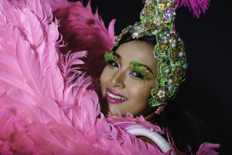 Belle robe de danseuse de fille d'exposition de cabaret photos libres de droits