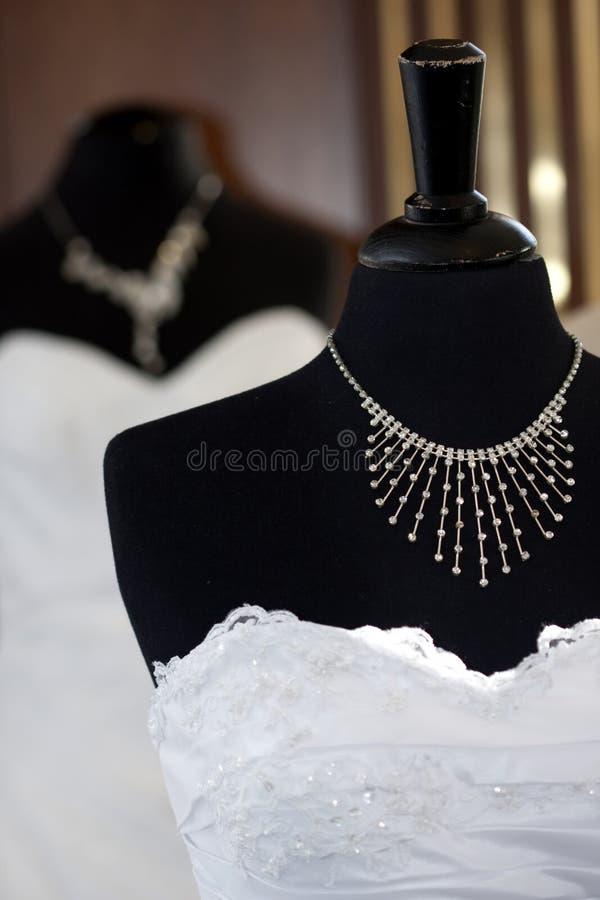 Belle robe de mariages femelle image stock