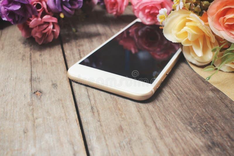 Belle rose des fleurs artificielles photos libres de droits