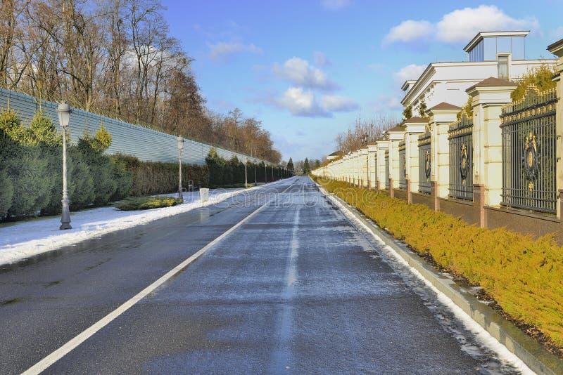 Belle route de l'hiver photos stock