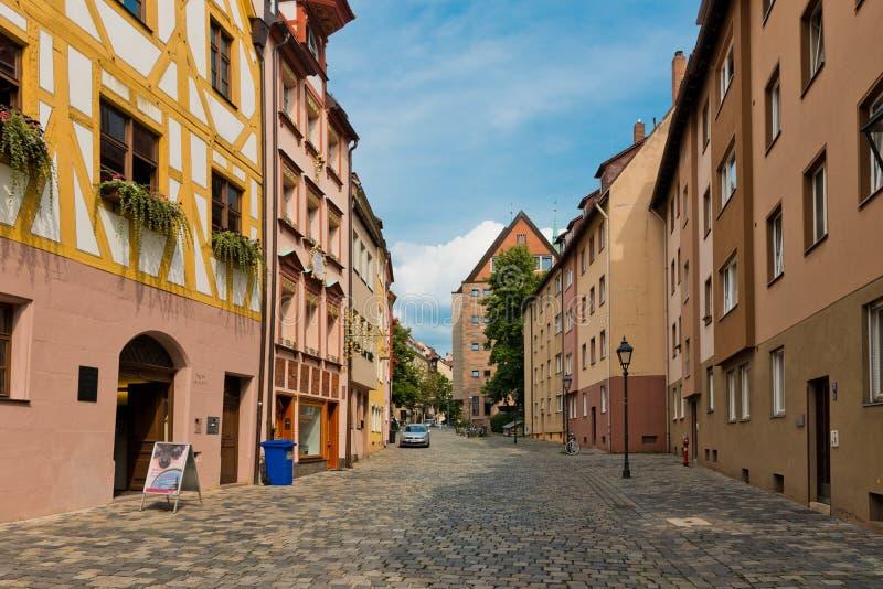Belle rue de Nuremberg dans le jour d'été images libres de droits