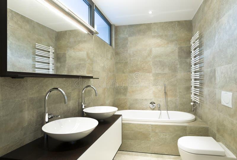 belle salle de bains intérieure image libre de droits