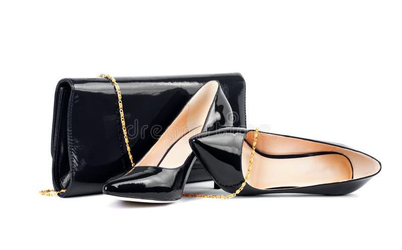 Belle scarpe nere con le frizioni su bianco isolate immagini stock