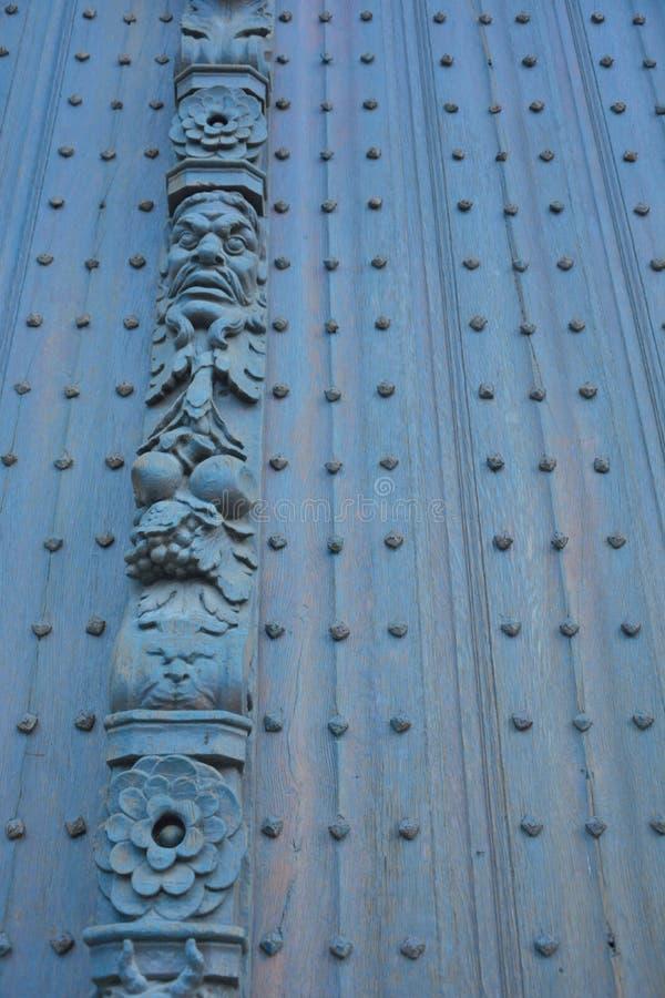 Belle sculpture, détail d'une porte antique photo libre de droits
