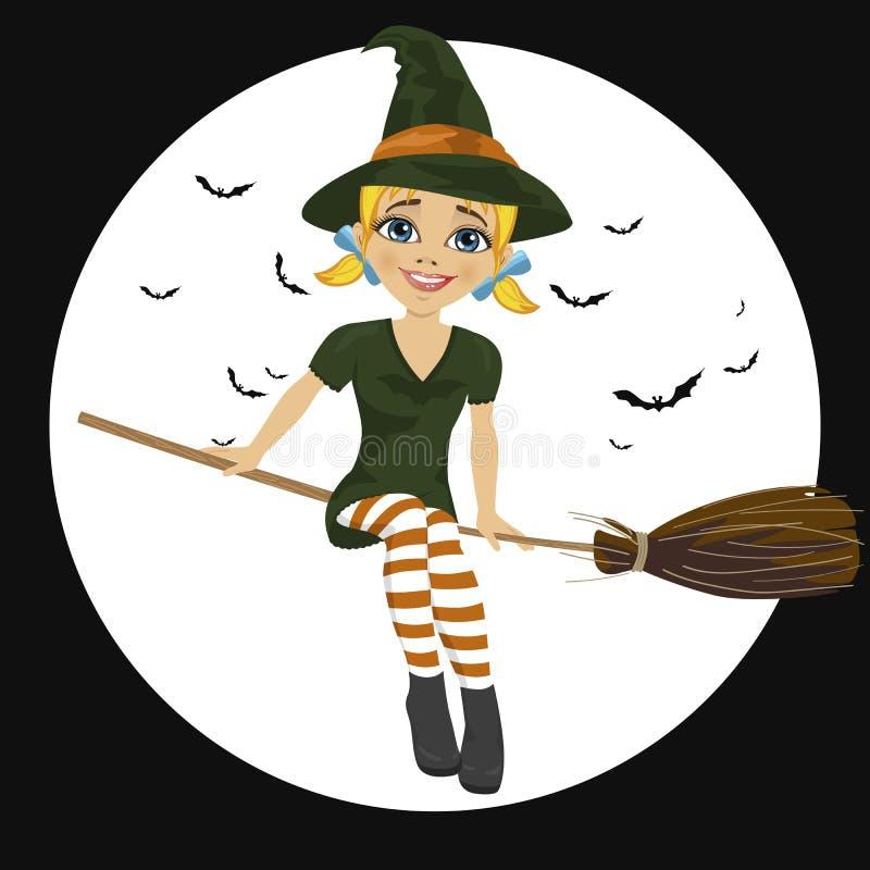 Belle sorcière blonde dans le vol vert de robe sur le balai illustration stock