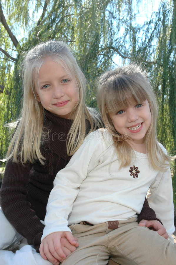 Belle sorelle immagini stock