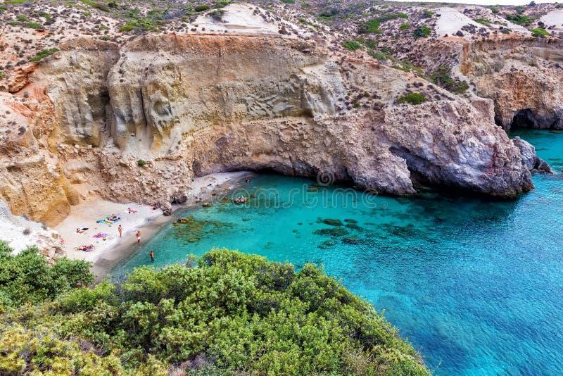 Belle spiagge della Grecia - Tsigrado, isola di Milo fotografie stock libere da diritti