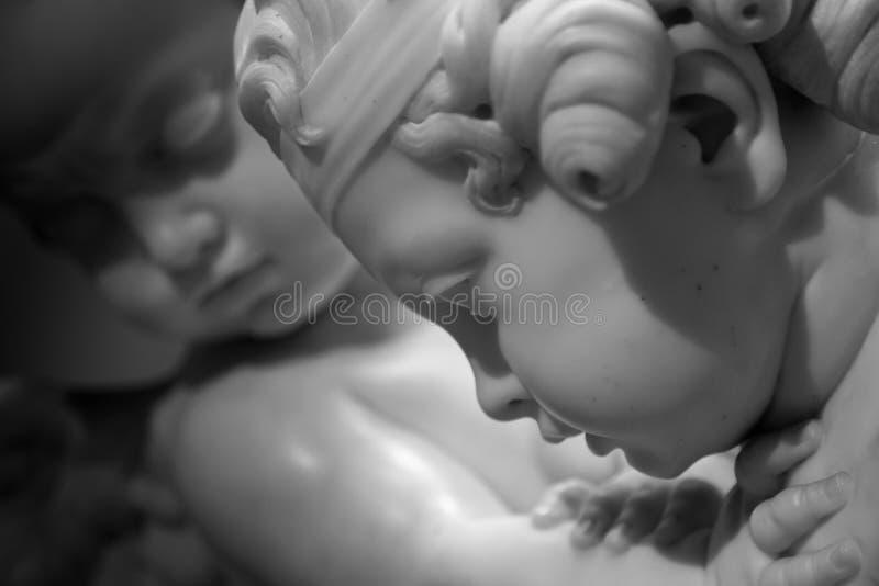 Belle statue de marbre d'ange images libres de droits