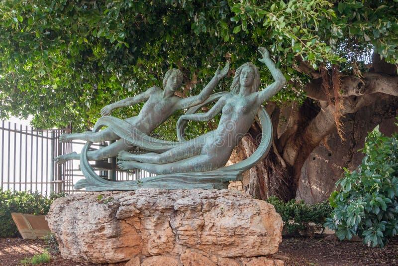 Belle statue en bronze d'Arethusa et d'Alpheus sur l'île d'Ortygia à Syracuse, Sicile images libres de droits