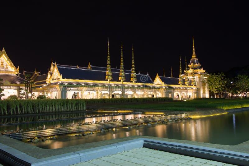 Belle strutture supplementari intorno al crematorio reale per la cremazione reale di re Bhumibol Adulyadej, Sanam L della Sua Mae fotografie stock