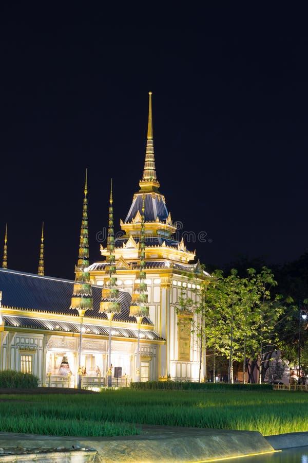 Belle strutture supplementari intorno al crematorio reale per la cremazione reale di re Bhumibol Adulyadej, Sanam L della Sua Mae immagine stock libera da diritti