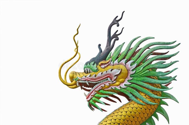 Belle tête de sculpture colorée en dragon sur le backgroud blanc image stock