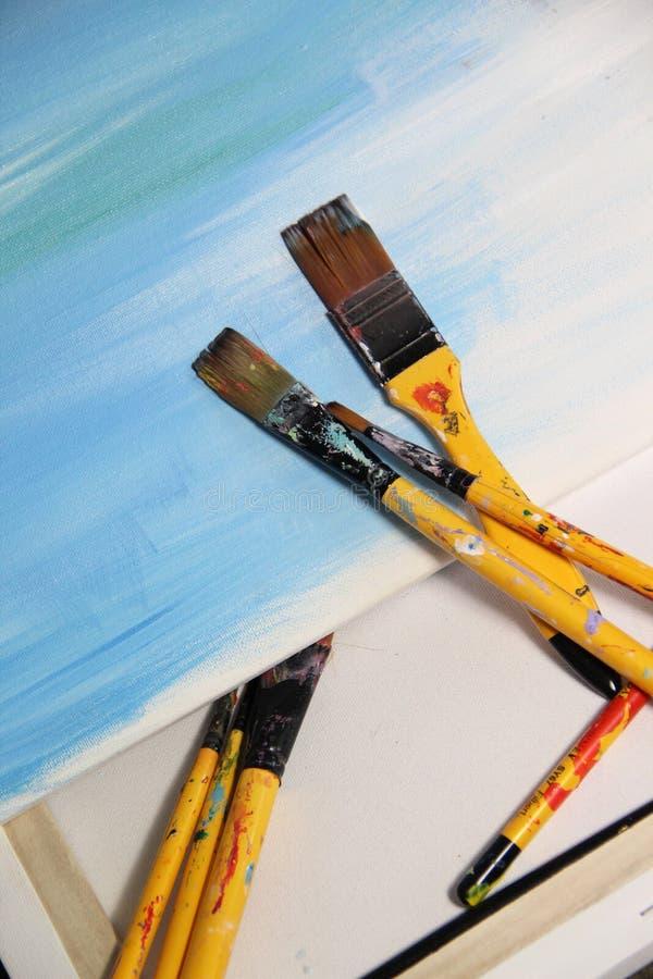 Tavolozza e pennelli di arte fotografie stock libere da diritti