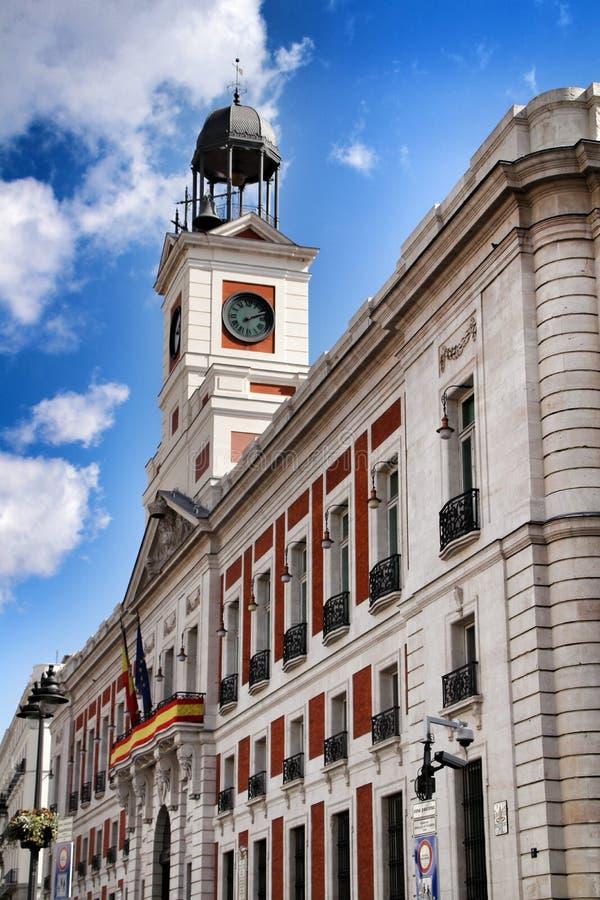 Belle tour d'horloge de place de Puerta del Sol de La à Madrid photographie stock libre de droits