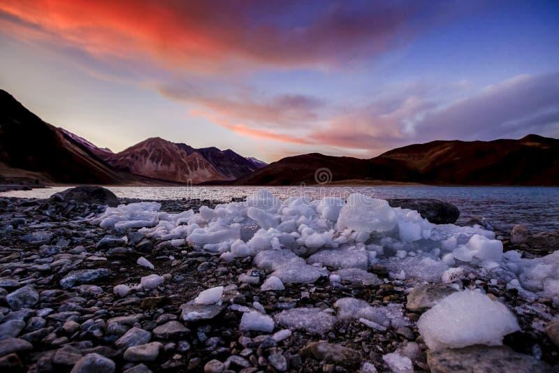 Belle TSO de Pangong de lac Pangong dans le temps de coucher du soleil, Ladakh, Ind photo libre de droits