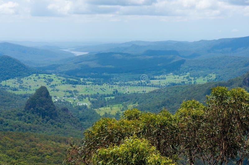 Belle vallée dans la vue tropicale de forêt tropicale d'en haut photo libre de droits