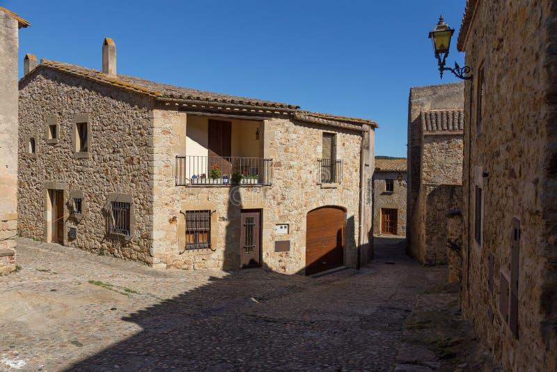 belle vecchie case di pietra in villaggio antico spagnolo