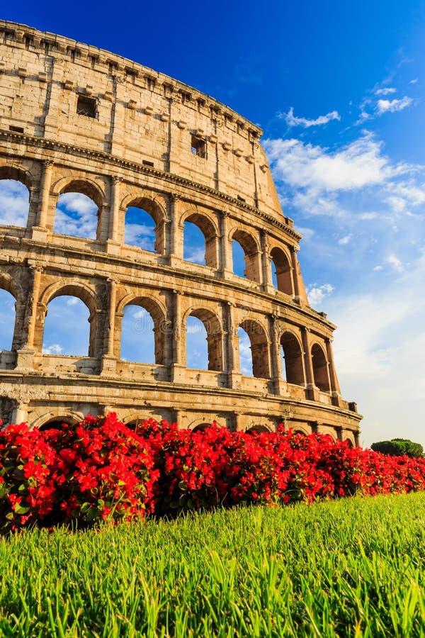 Belle vecchie finestre a Roma (Italia) immagine stock