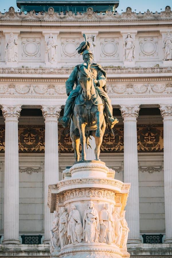 Belle vecchie finestre a Roma (Italia) Altare inoltre conosciuto del monumento di Vittorio Emanuele II della patria costruito in  immagine stock
