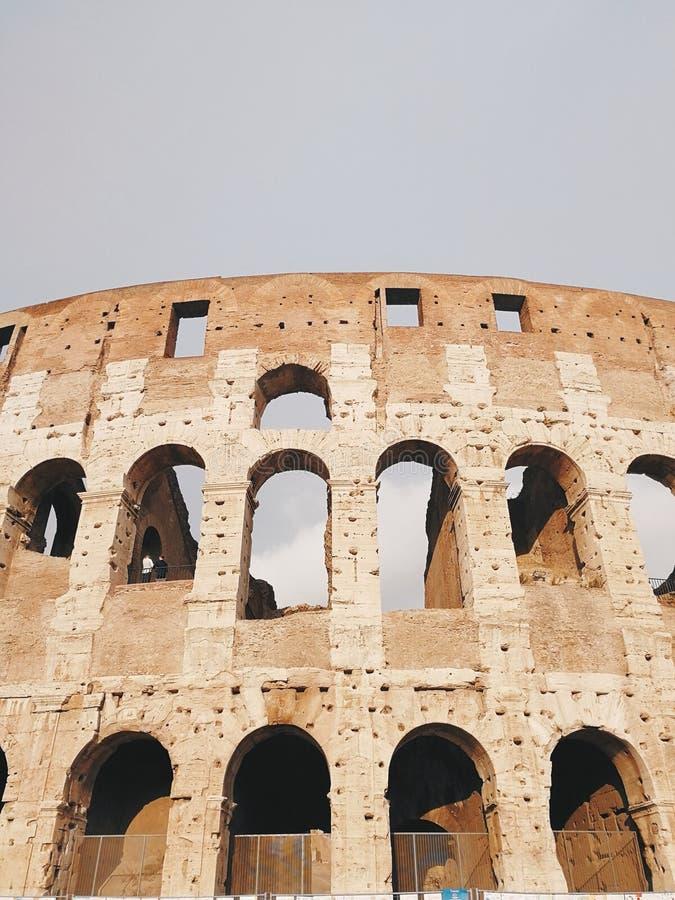 Belle vecchie finestre a Roma (Italia) immagini stock