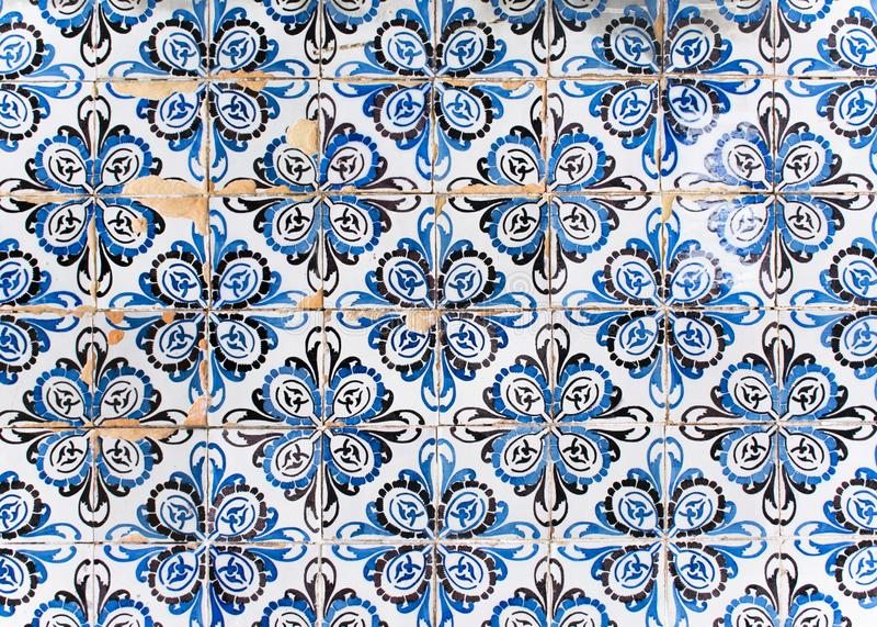 Belle vecchie mattonelle portoghesi tipiche fotografia stock libera da diritti